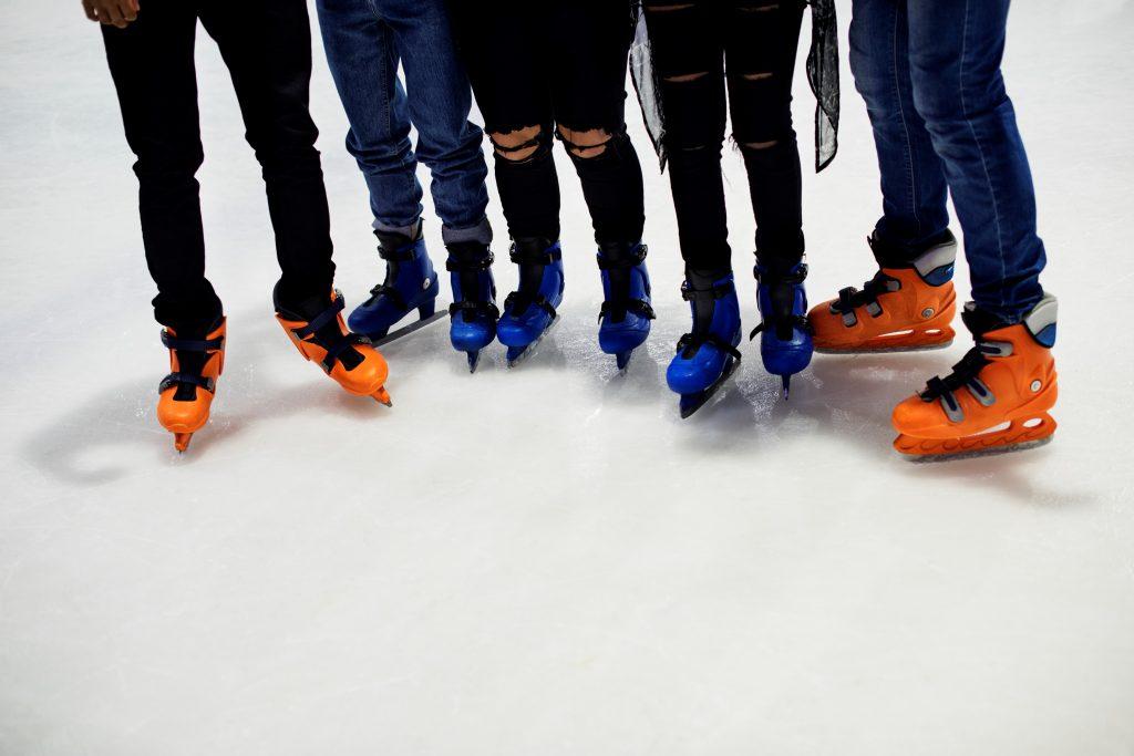 bermain ice skating di waktu luang
