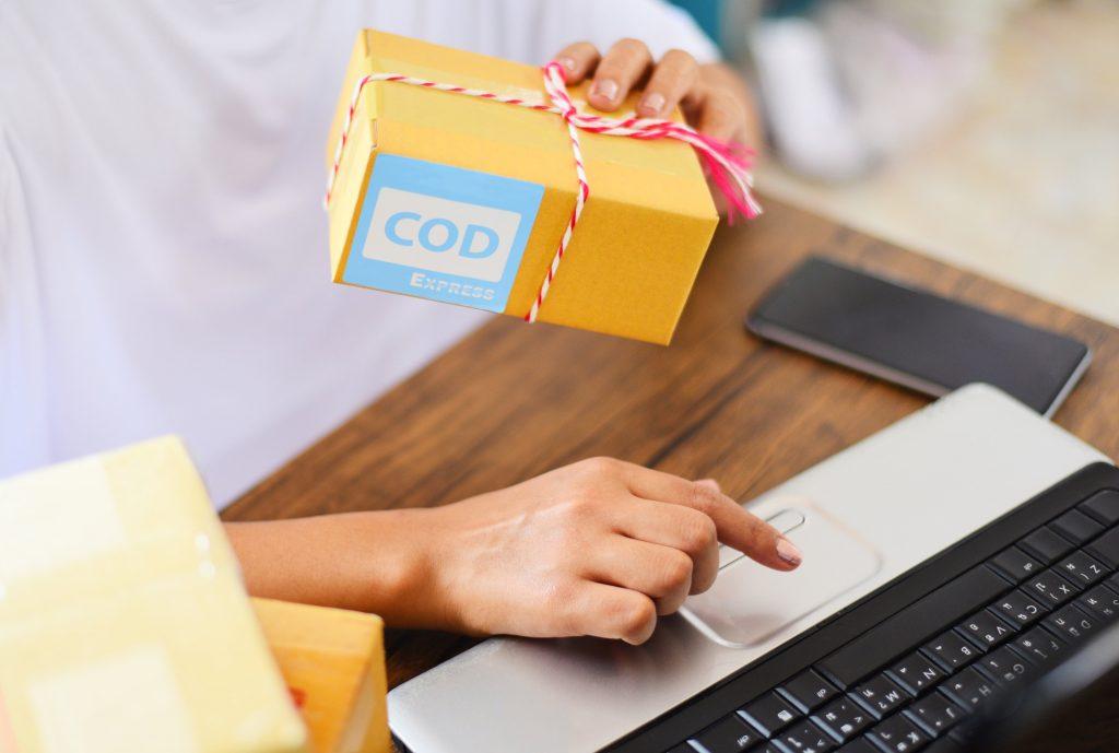 sistem Cash on Delivery belanja online