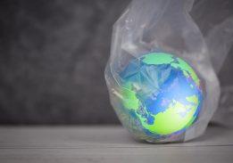 Plastik: Manfaat dan Dampak dalam Penggunaannya